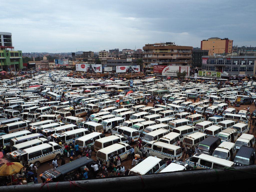 Der Owino Markt ist nahe dem großen Taxipark in der Innenstadt von Kampala. (Bild: Jonas Bens)